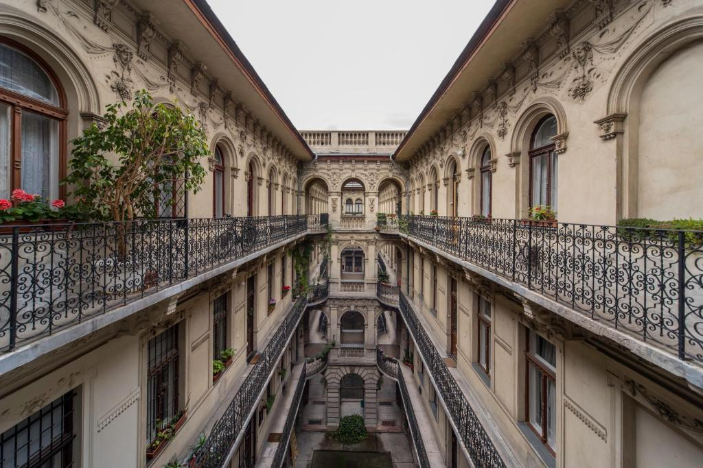 historical building brody apartment budapest hungary booking com