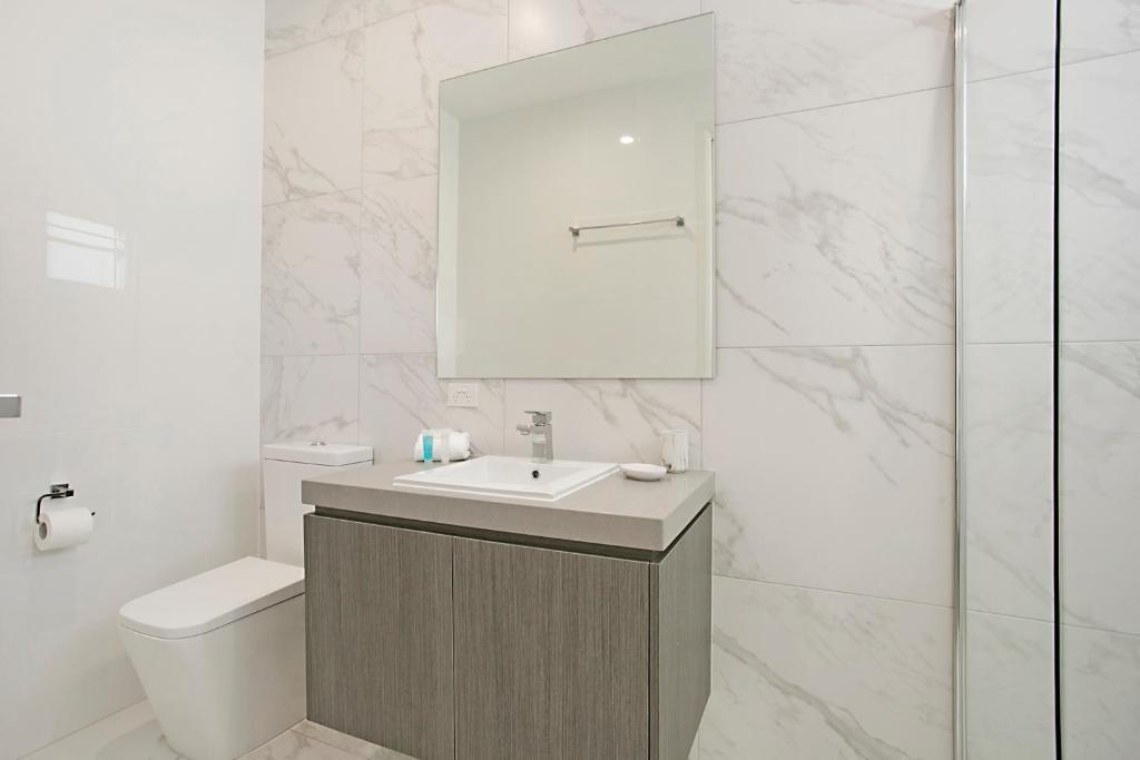 Bathroom Makeover Hyderabad vacation home ray of sunshine, gold coast, australia - booking