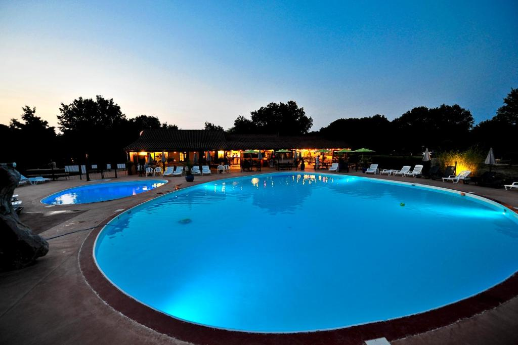 Camping cigales rocamadour france for Camping rocamadour piscine