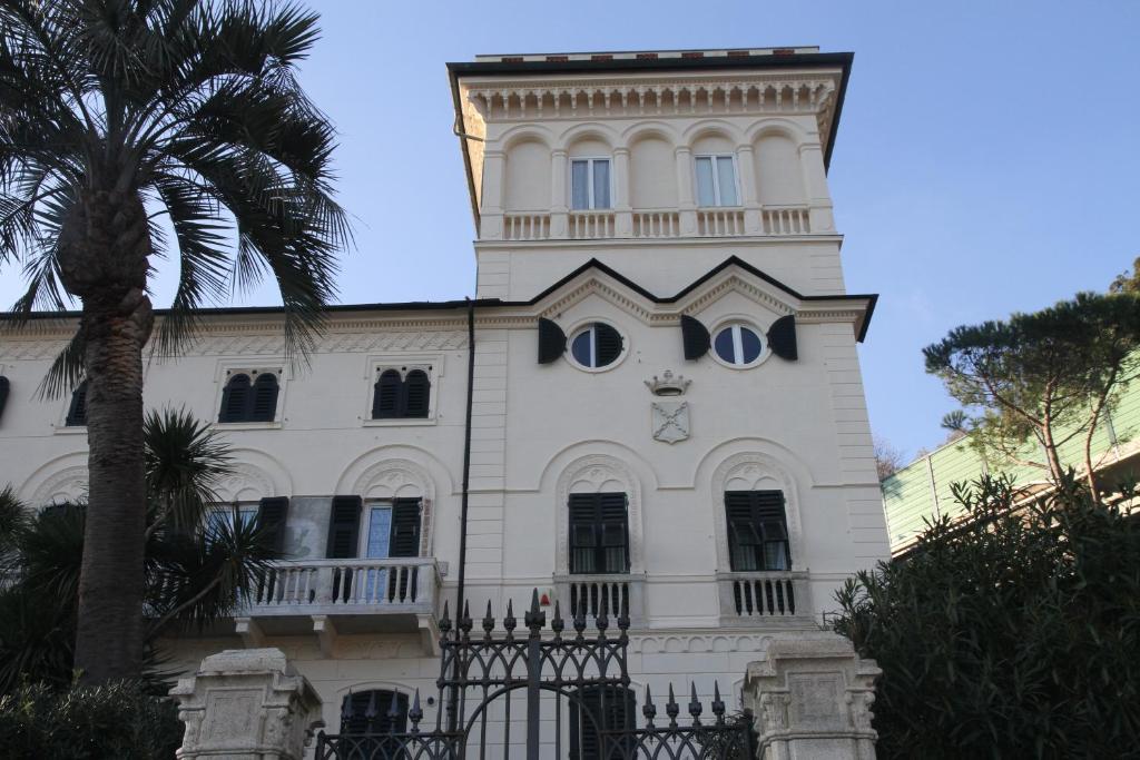 Nearby hotel : Villa D'Albertis