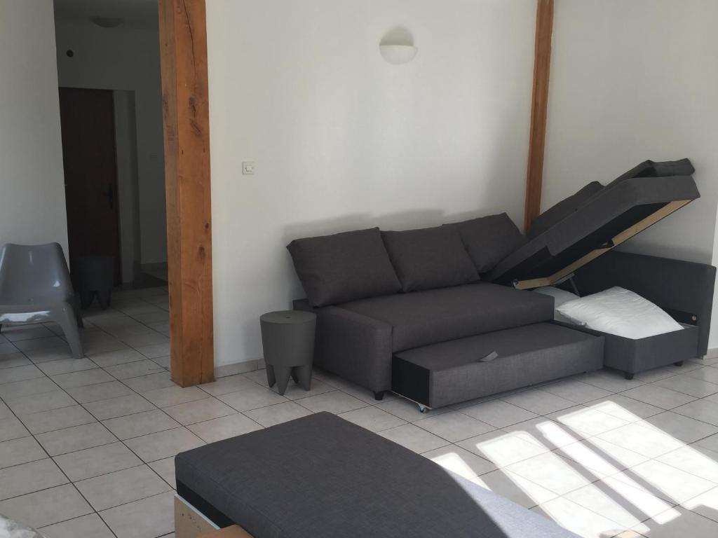 la maison des chaises route de grenoble saint priest la. Black Bedroom Furniture Sets. Home Design Ideas
