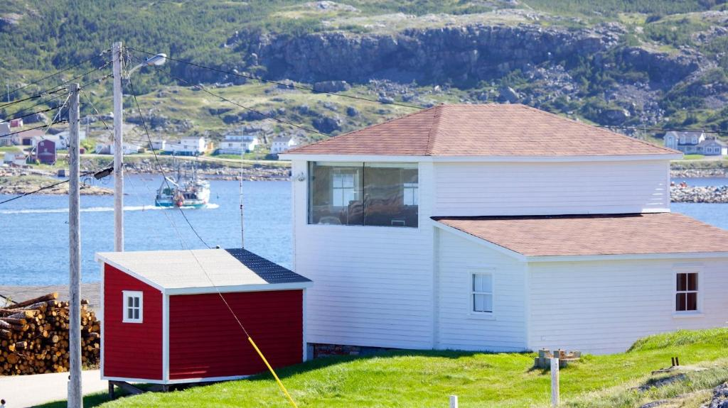 Vacation home the old salt box co fogo canada for Newfoundland houses