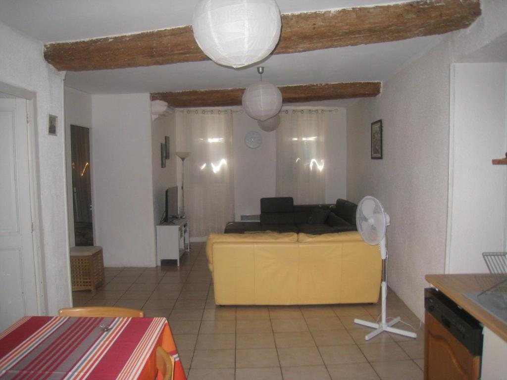 ad9ed506afedd Apartment Rue Saint Francois de Paule