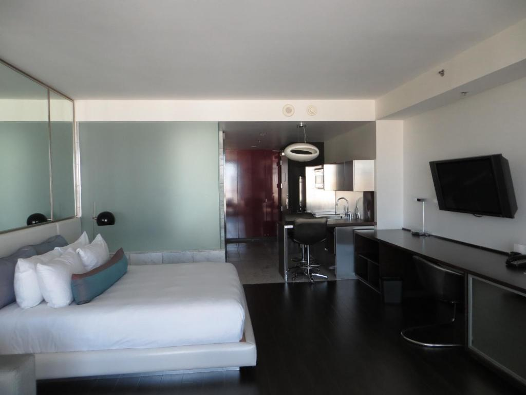 One Bedroom Suite At Palms Place Condo Hotel Palms Place Suite With Strip View Las Vegas Nv