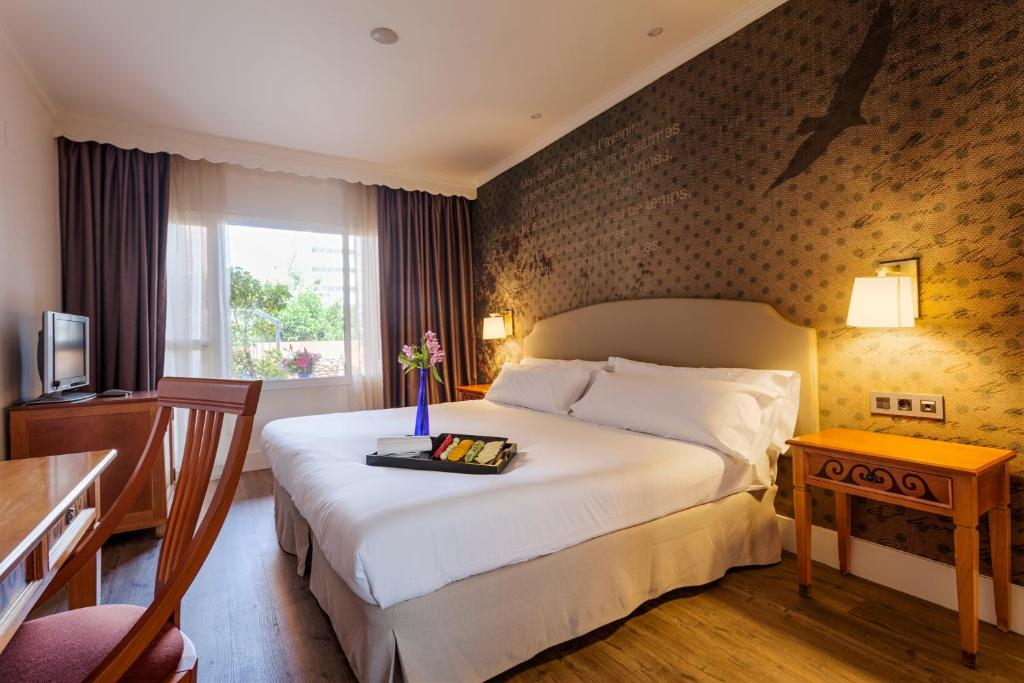 A bed or beds in a room at Fénix Torremolinos - Adults Only