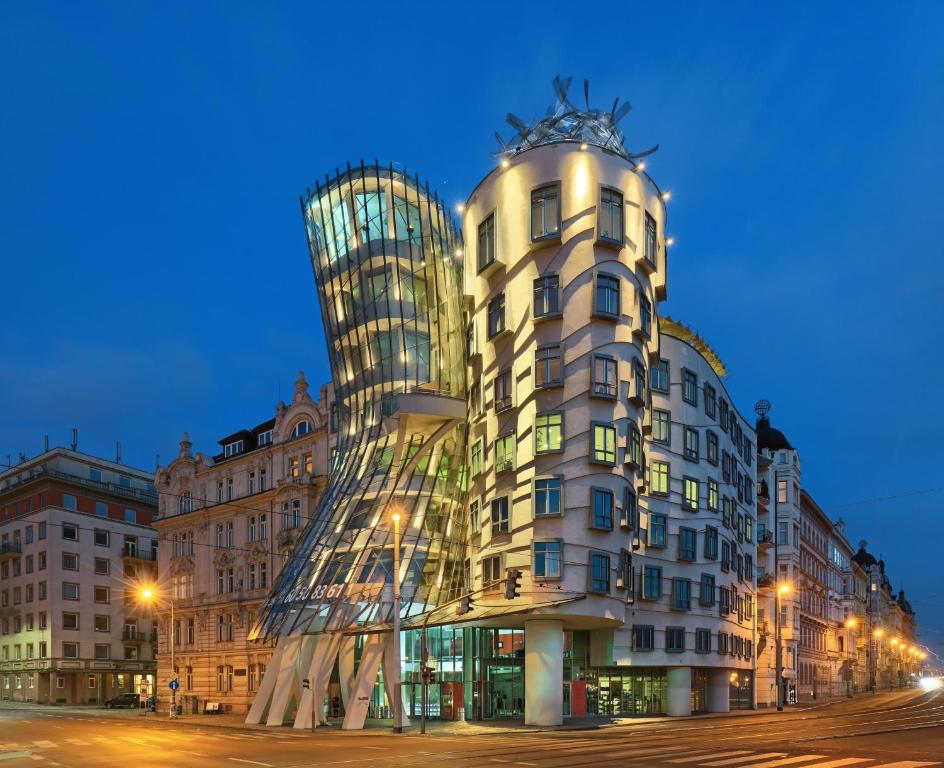 Dancing house hotel prague czech republic for Hotel reservation in prague