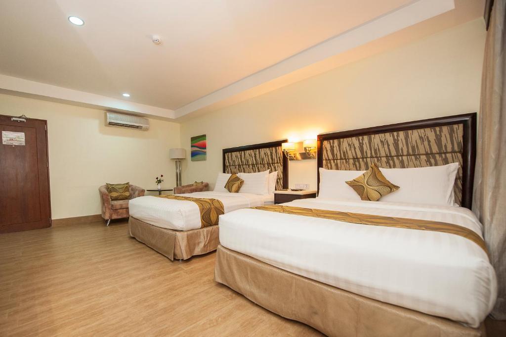 Diamond and residences cebu city philippines - Diamond suites cebu swimming pool ...