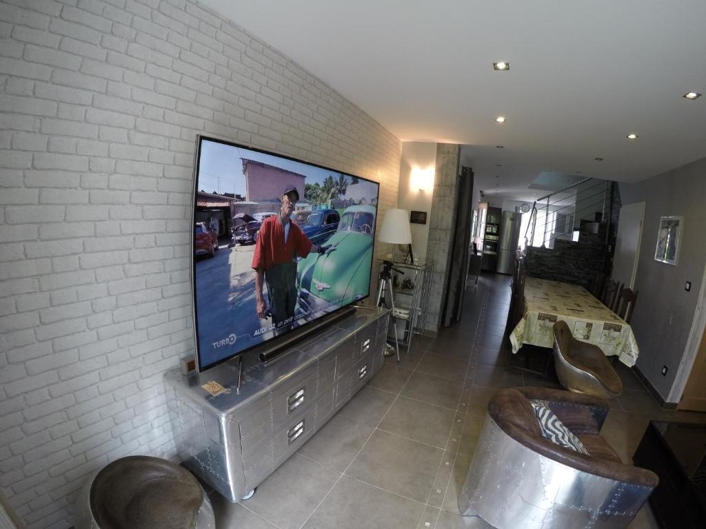 A television and/or entertainment center at Le Gîte de Chérisey