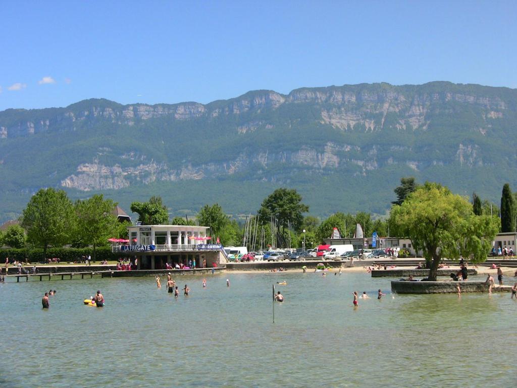 Residence de la plage france le bourget du lac for Camping bourget du lac avec piscine