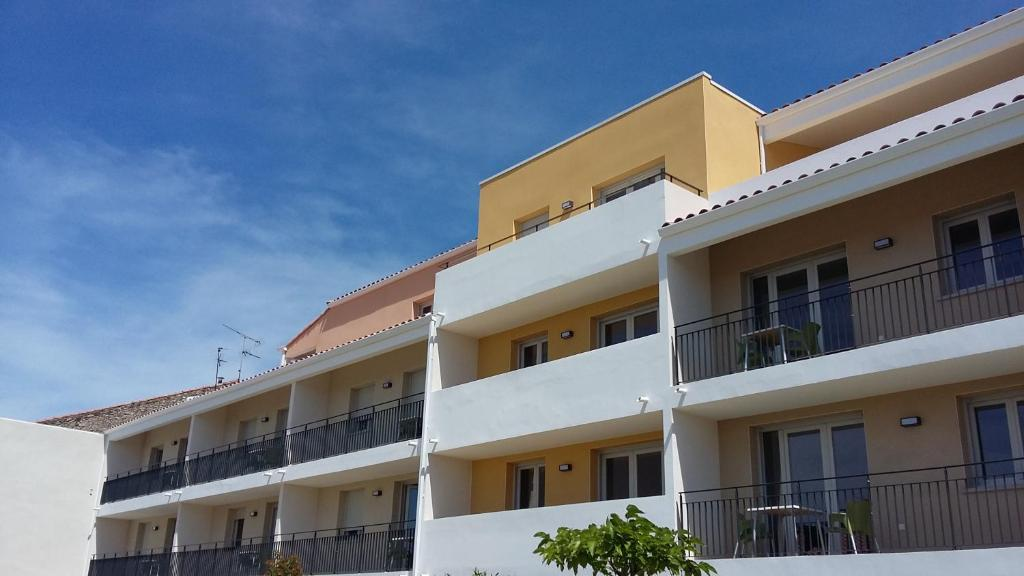 Apartments In Nizas Languedoc-roussillon