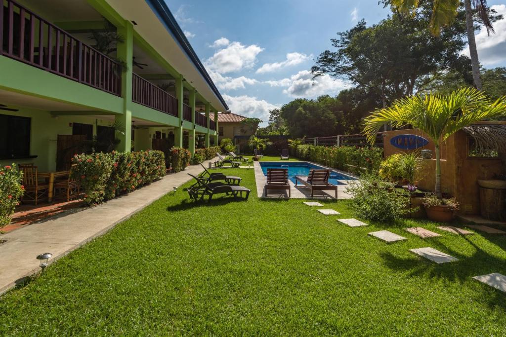 Jardín al aire libre en Mavi Surf Hotel Dominical