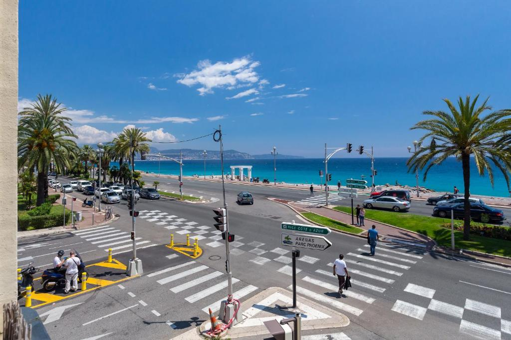 Beautiful Apartment Sea Front, Nice, France