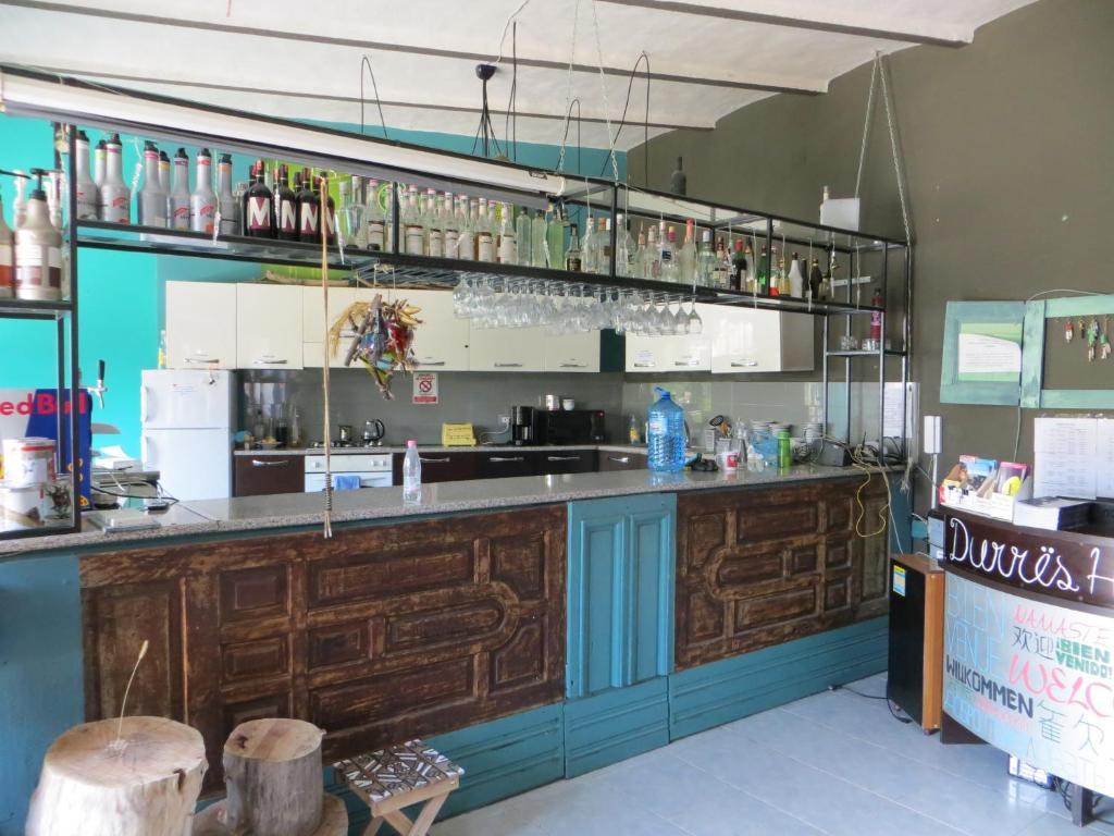 The lounge or bar area at Hostel Durres