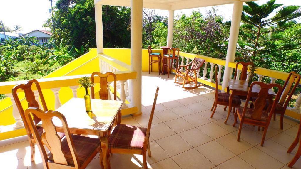 Sunshine Hotel Little Corn Island