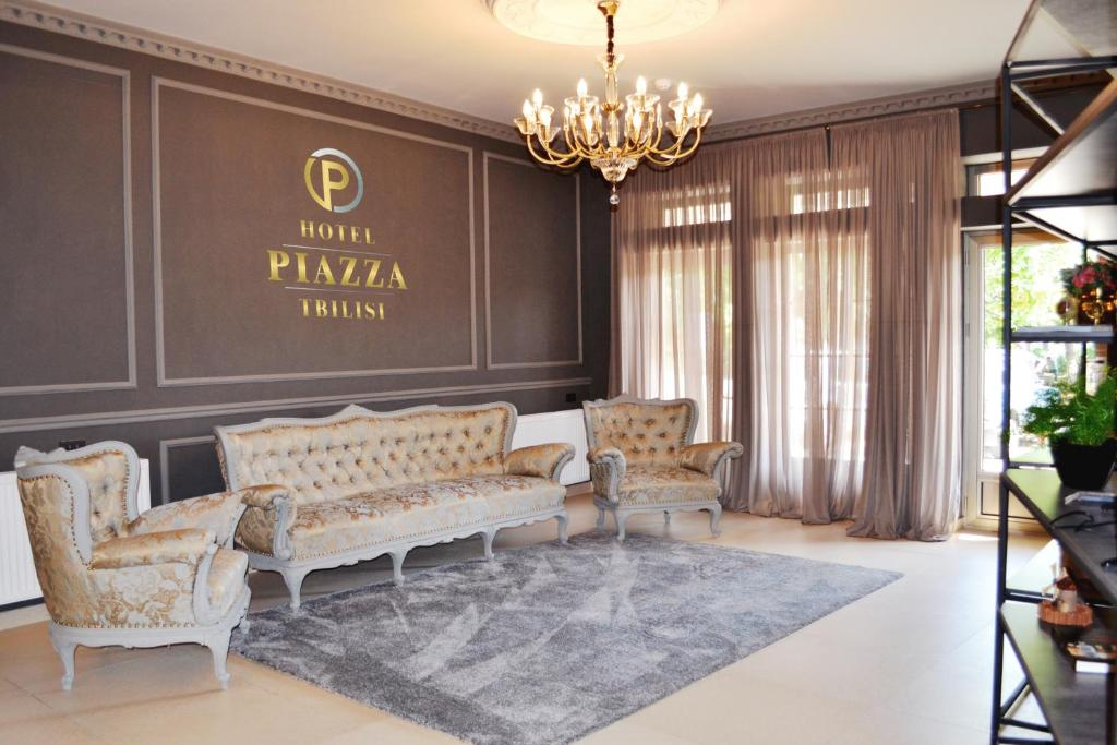 A seating area at Hotel Piazza