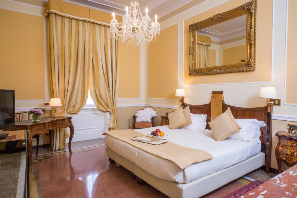 Hotel Bristol Palace tesisinde bir odada yatak veya yataklar