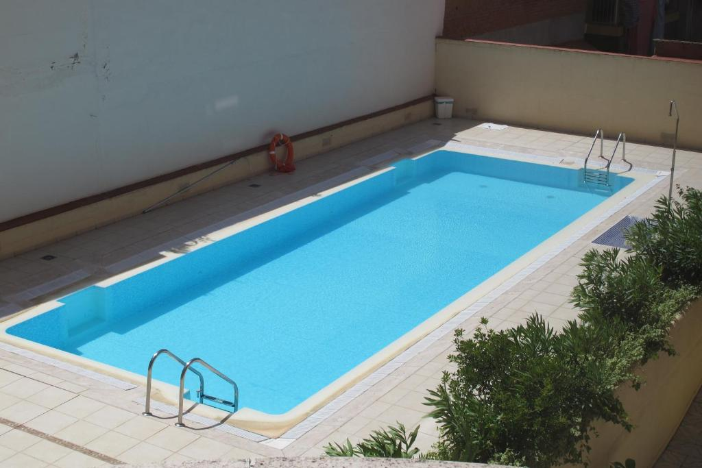 The swimming pool at or near Plaza Castilla 4 Torres