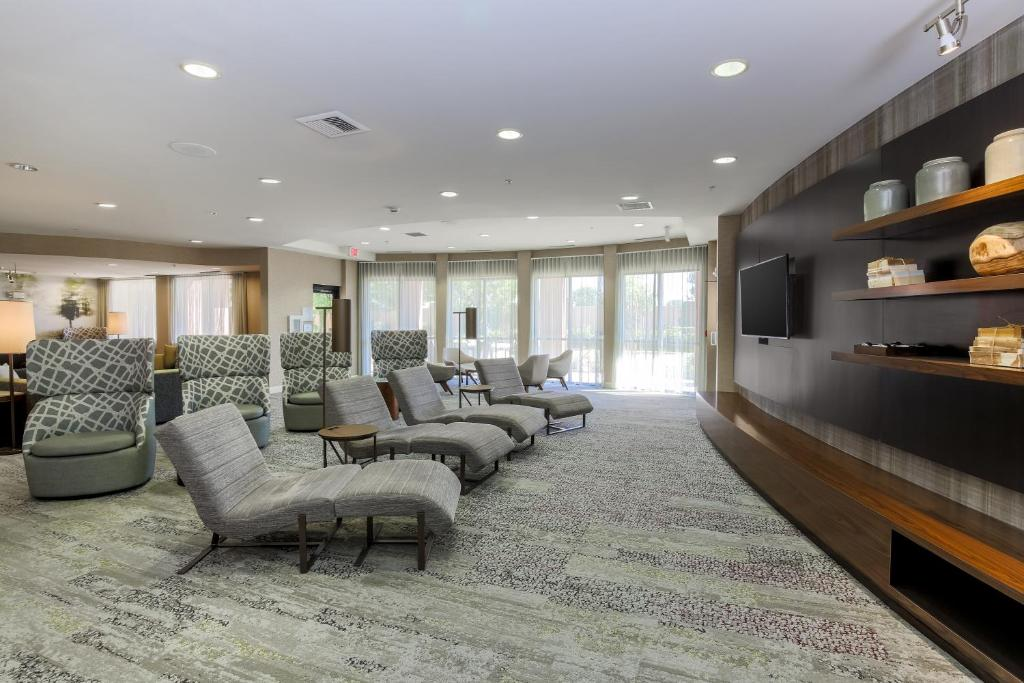 The lobby or reception area at Courtyard by Marriott Roseville Galleria Mall/Creekside Ridge Drive