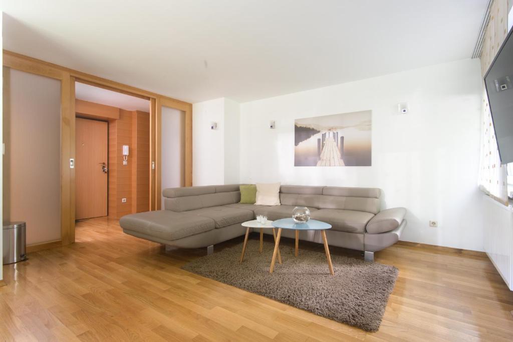 Living Room Zagreb apartmani ribnjak, zagreb, croatia - booking