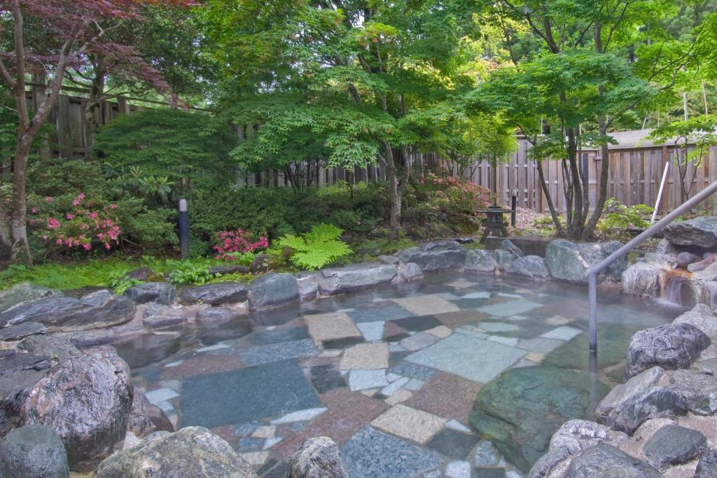 ポイント1.四季の色を楽しむ露天風呂