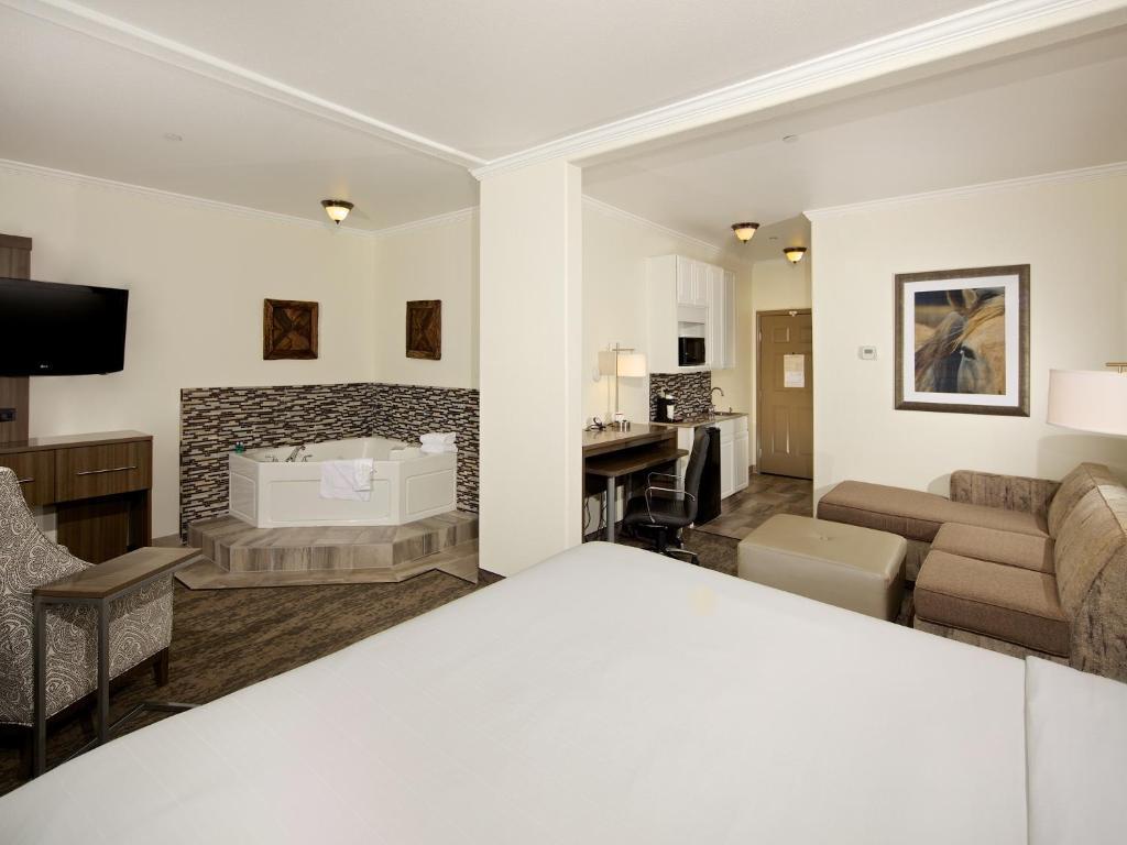 Hotel & Suites - Paso Robles, CA - Booking.com