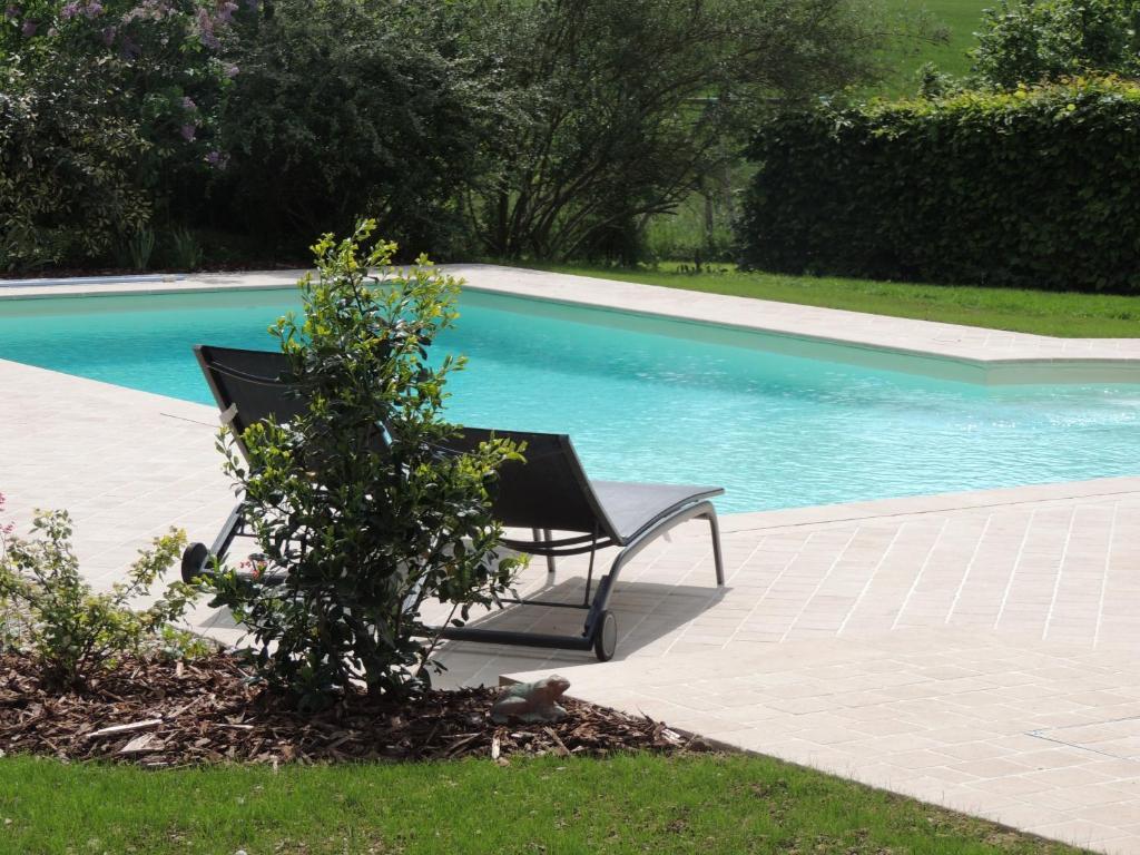 Swimmingpoolen hos eller tæt på chambres d'hôtes le Boyer
