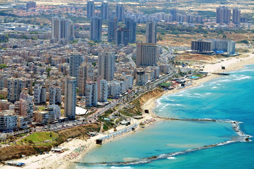 израиль: Apartmentinbialiksreet, Bat Yam, Israel