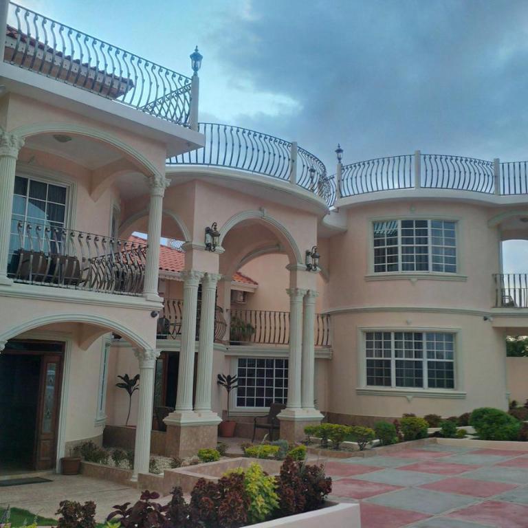 Rental Homes Bay Area: Pinnacle View Estate Micaila Villa, Montego Bay