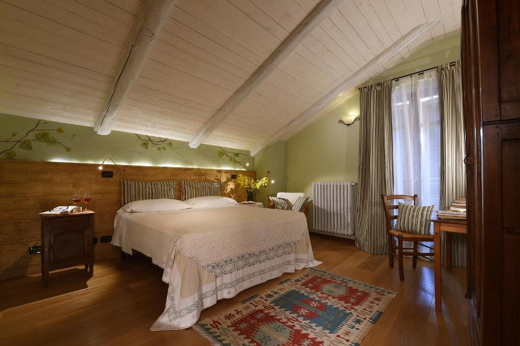 A bed or beds in a room at La Giolitta Bed & Breakfast