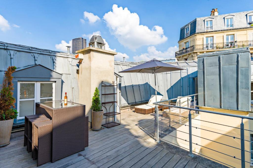 A porch or other outdoor area at Hotel Korner Montparnasse