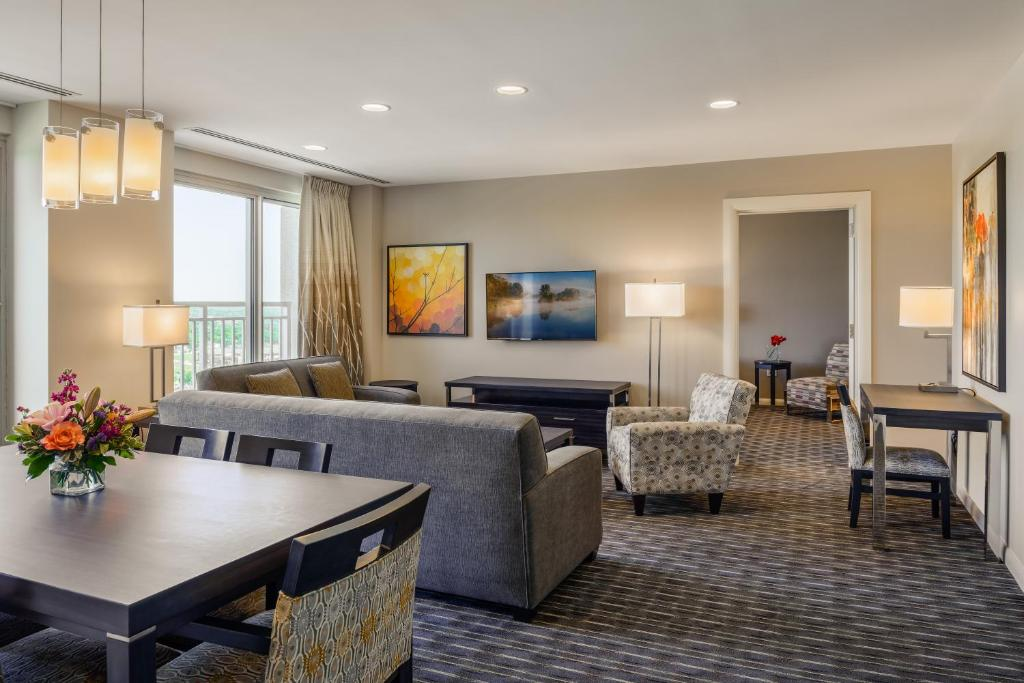 Condo hotel broadway plaza rochester mn booking gallery image of this property solutioingenieria Images