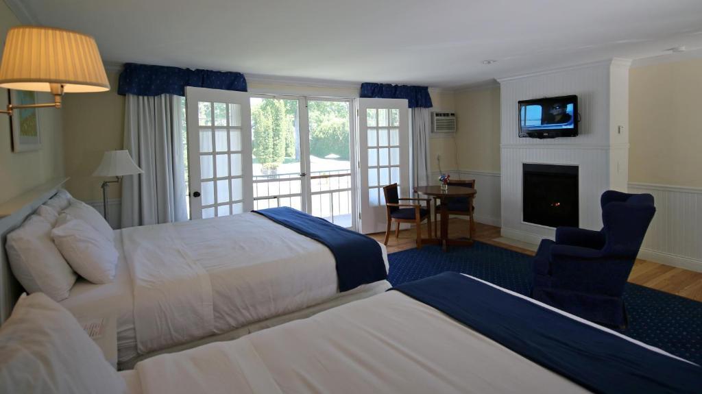 Motel Colonial Harbor Springs Mi Bookingcom