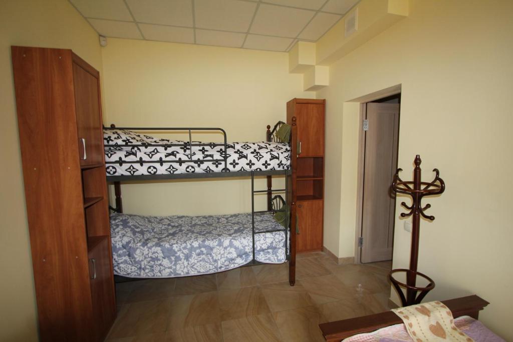 Двухъярусная кровать или двухъярусные кровати в номере Hostel Portal