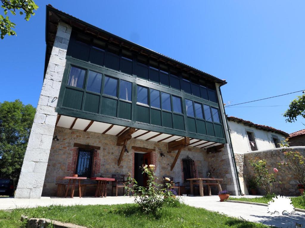 The facade or entrance of Albergue La Incera
