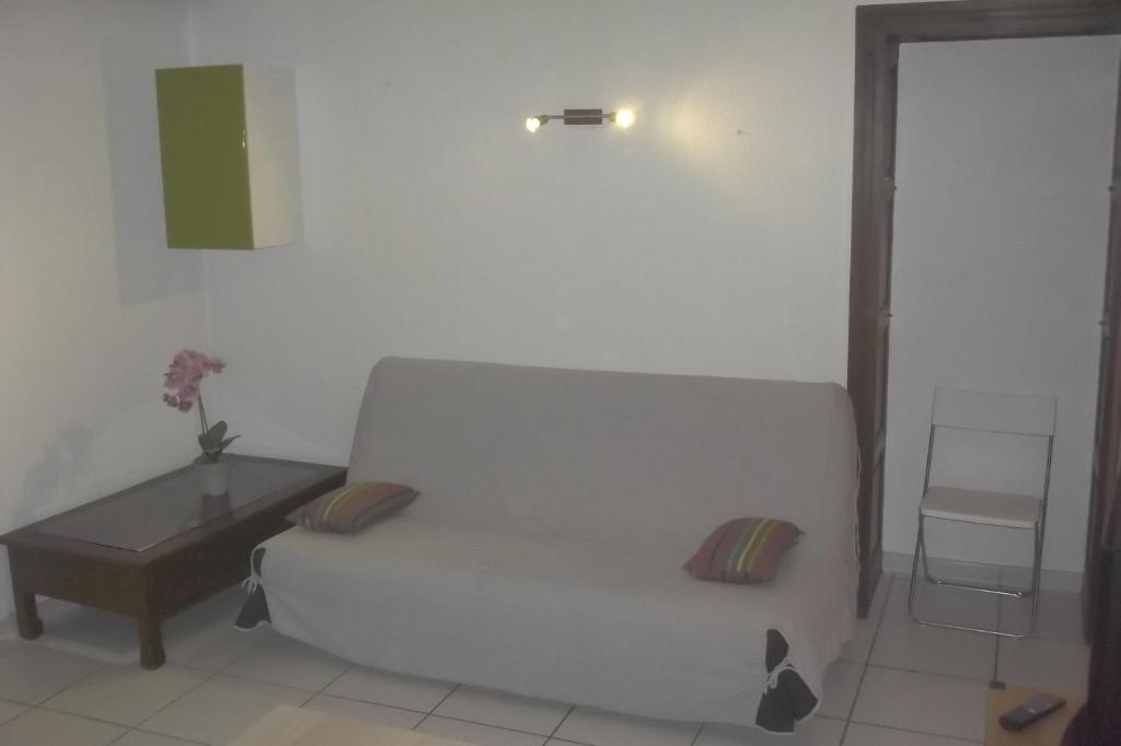 A seating area at Appartement du Cloitre