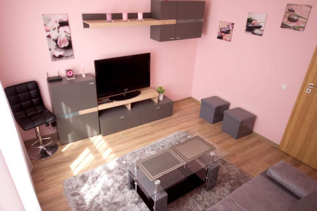 Apartment Orange House, Kaunas, Lithuania - Booking.com