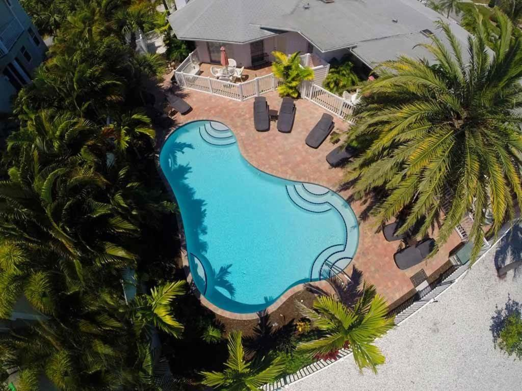 holmes beach Island time offers accommodations in holmes beach anna maria city pier is 17 miles away free private parking is available on site all units have a tv.