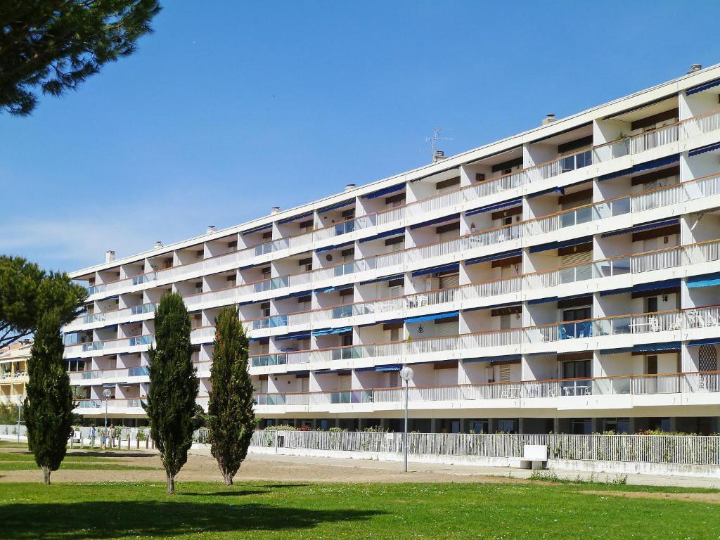 Apartment apt mistral grau roi le grau du roi france for Hotels grau du roi