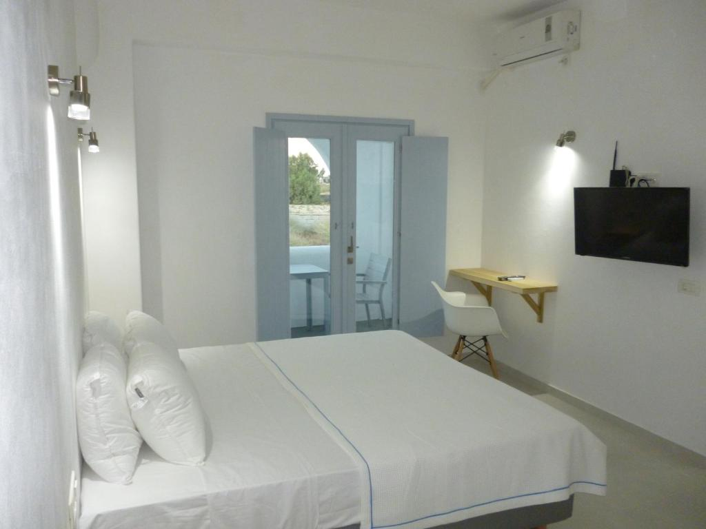 A bed or beds in a room at Daylight Hotel