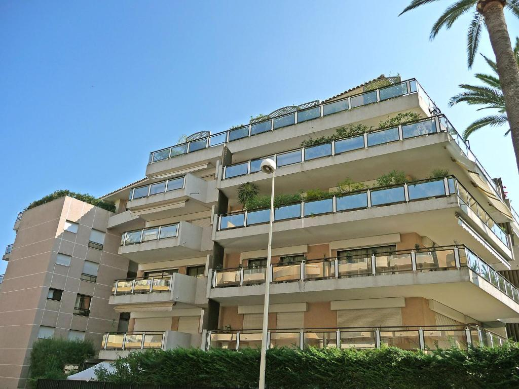 Apartment terrasse palm cannes france for Hotels cannes