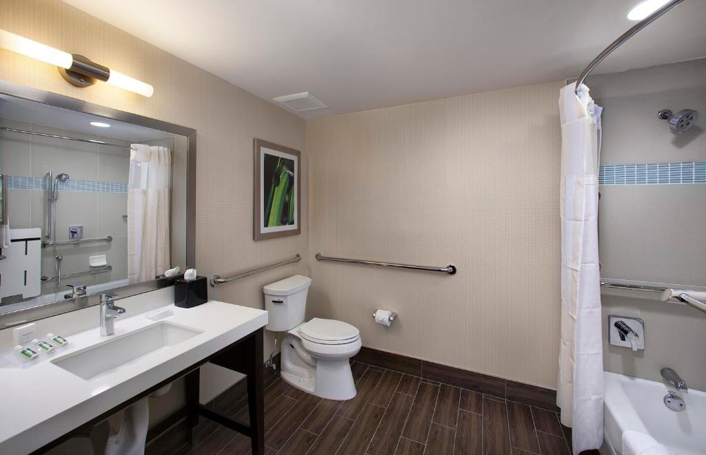 gallery image of this property - Hilton Garden Inn Marina Del Rey