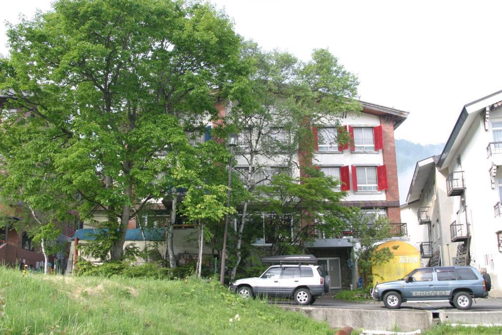 Villa Alpen tesisinin dışında bir bahçe