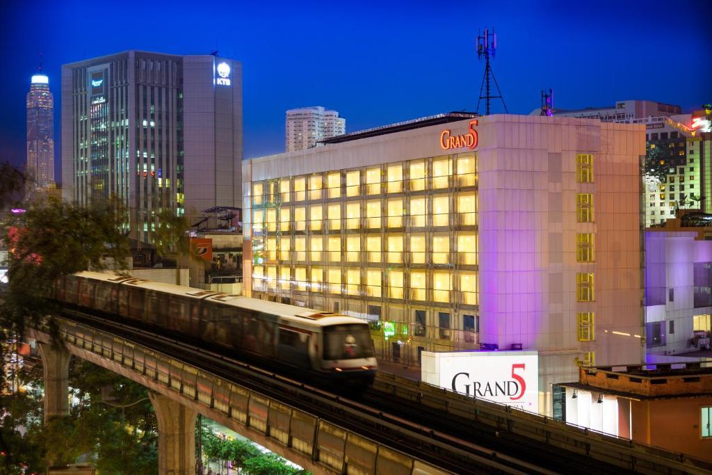 Grand 5 Hotel Plaza Sukhumvit Bangkok Reserve Now Gallery Image Of This Property