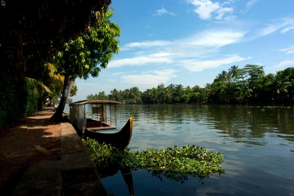Hotel Blue Lilly Lake Home, Alleppey, India - Booking.com