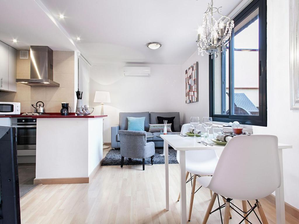 Apartment Rambla Paris Attic