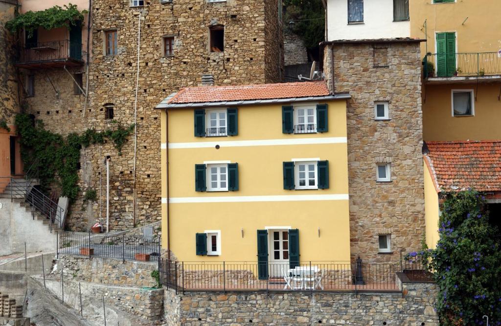Case In Pietra Antiche : Rovine di pietra di case e la strada dell antica città di phaselis