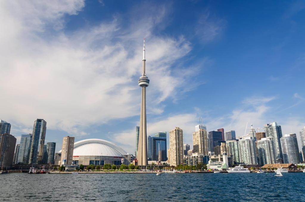 an overview of toronto canada Since 2006, the city of toronto has been a leader in municipal green roof policy toronto's green roof strategy and green roo.