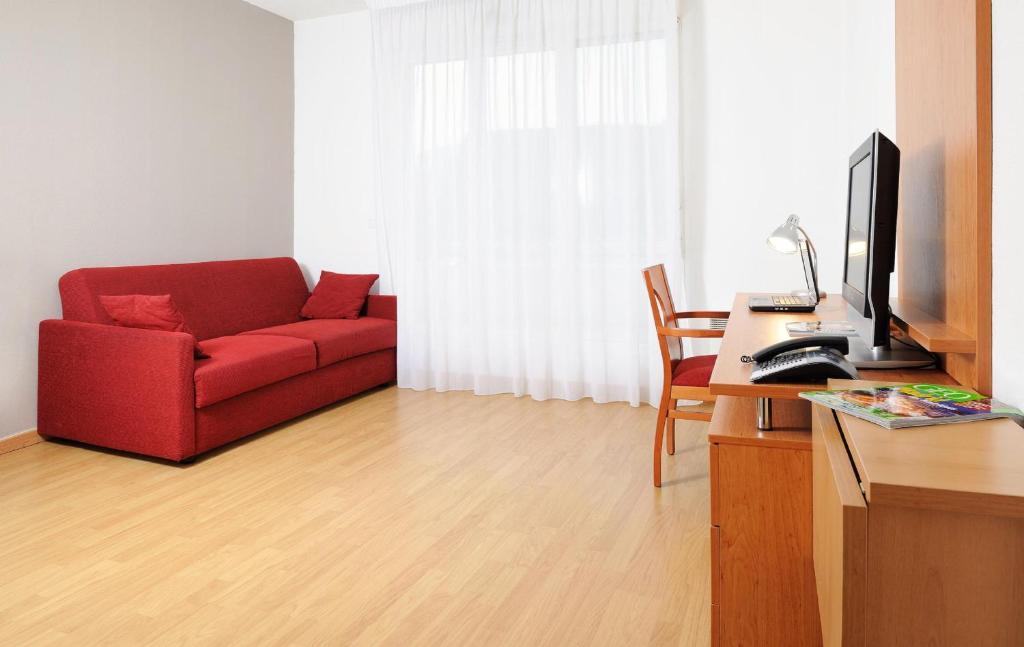 appart 39 h tel s a paris nanterre france nanterre. Black Bedroom Furniture Sets. Home Design Ideas