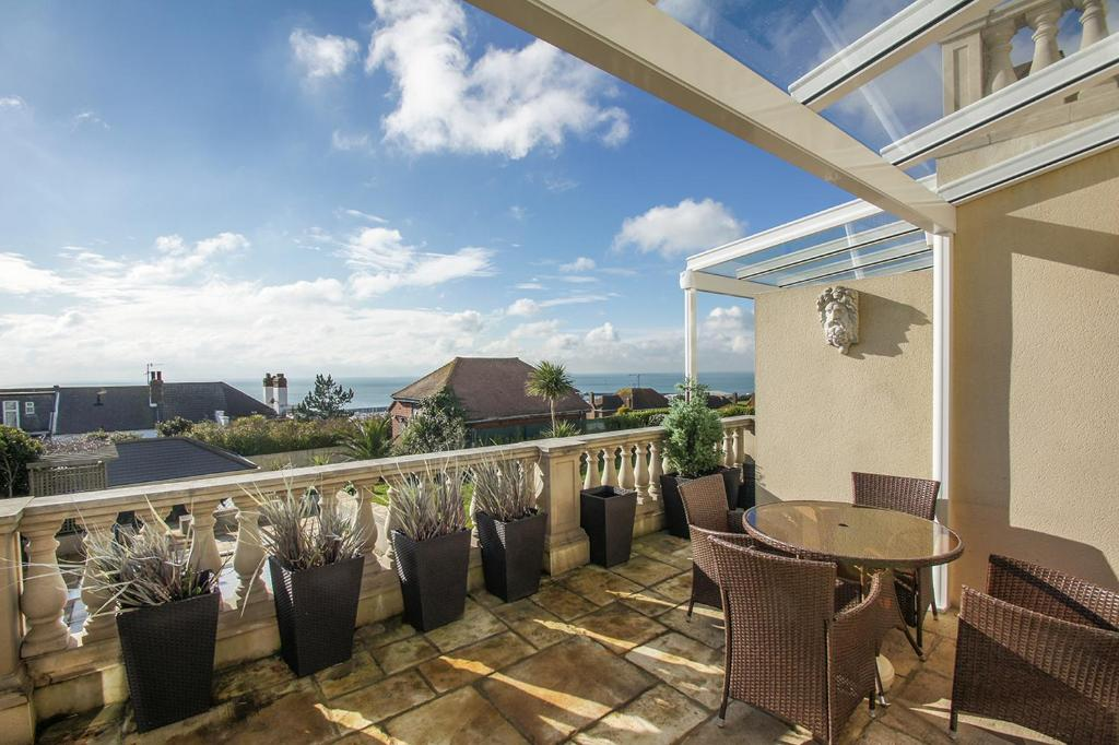 A balcony or terrace at Roedean Crescent