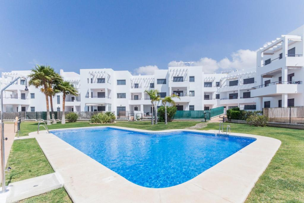 Apartamento rufo conil de la frontera precios for Alojamiento con piscina privada